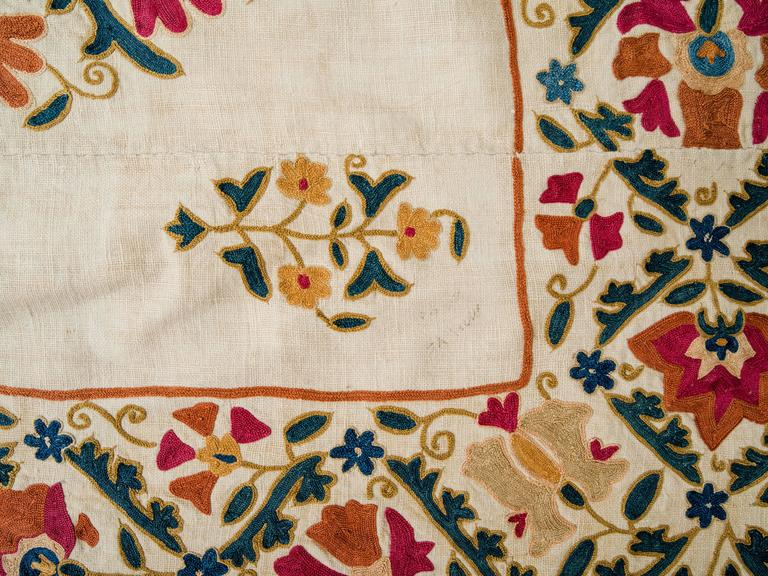 19th Century Uzbek Silk Embroidered Suzani Tapestry For Sale 1