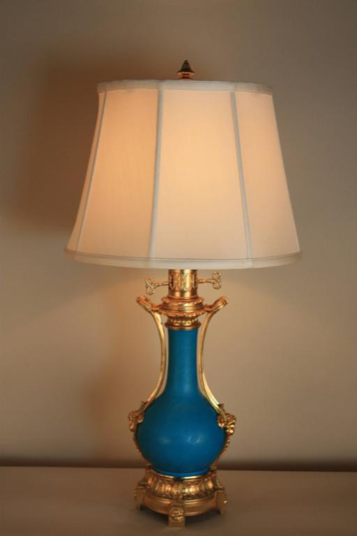 19th Century French Porcelain and Bronze Table Lamp For Sale 3