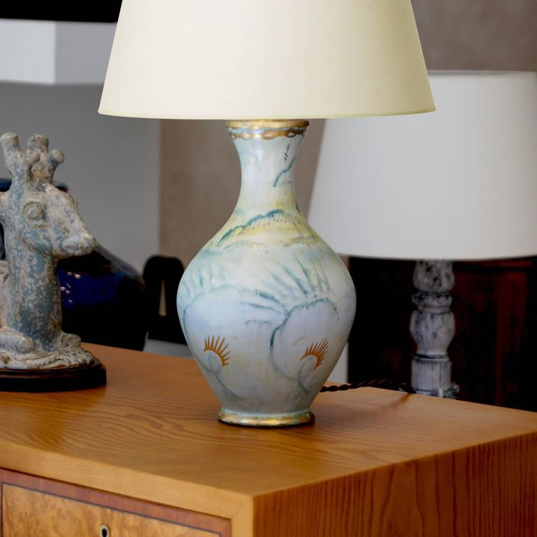 Elegant and romantic table lamp by Josef Ekberg (1887-1945) for Gustavsberg, having a Classic vase form with widening mouth and flanged foot, hand-painted in a dreamy pattern of stylized feathers / foliage in softly rendered emerald green on a