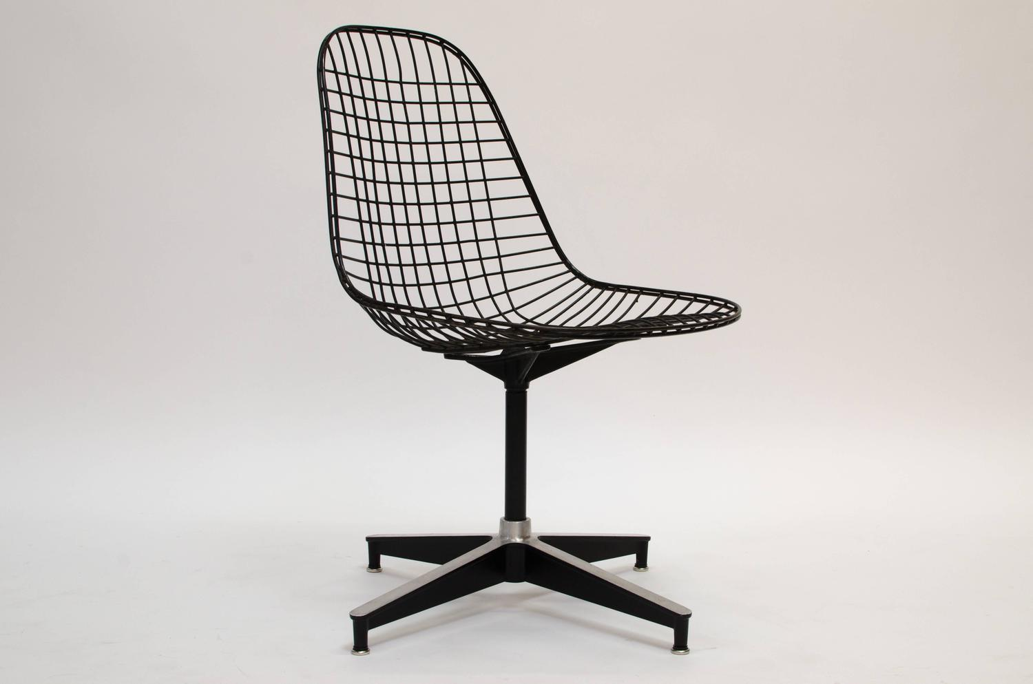 eames pkc wire chair herman miller 1955 for sale at 1stdibs. Black Bedroom Furniture Sets. Home Design Ideas