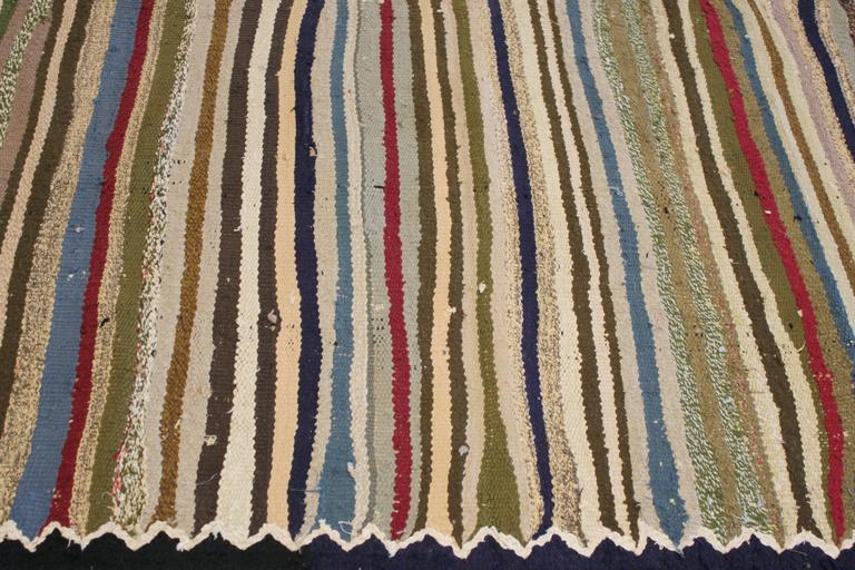Beautifully Designed Vintage Persian Kilim Rug In Excellent Condition For Sale In Norwalk, CT