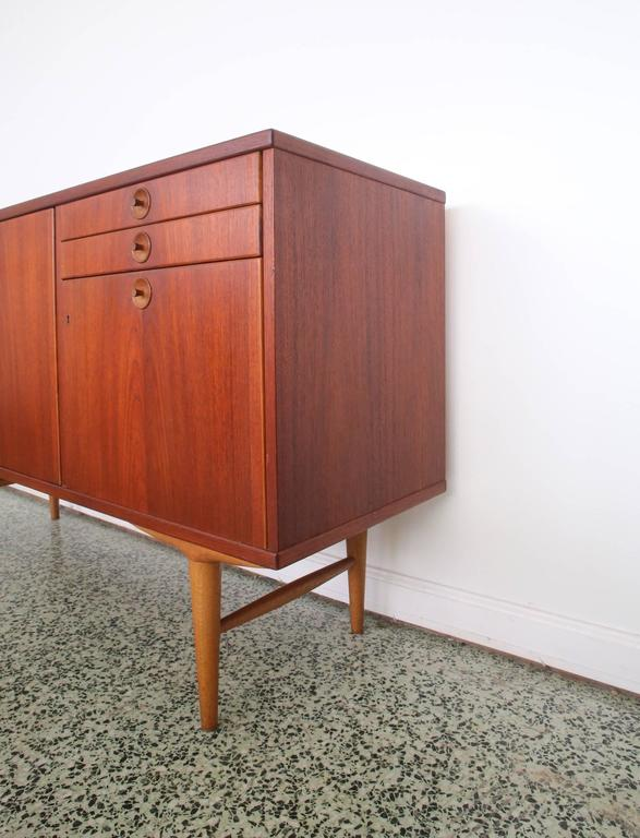 Abra Mobler Swedish Teak Slim Credenza  In Excellent Condition For Sale In St. Louis, MO