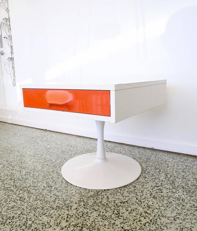 Mid-Century Modern Pair of Mod Pop Raymond Loewy Style Nightstand by Broyhill For Sale