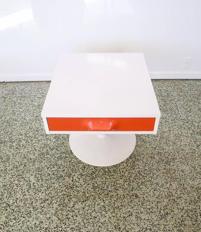 Pair of Mod Pop Raymond Loewy Style Nightstand by Broyhill In Excellent Condition For Sale In St. Louis, MO