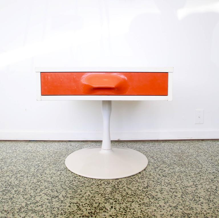 Designer: Unknown. Manufacturer: Broyhill.  Period/style: Mid-Century Modern. Country: United States. Date: 1960s.