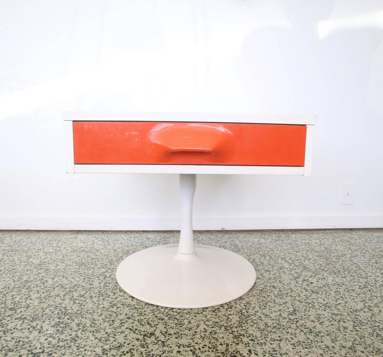 20th Century Pair of Mod Pop Raymond Loewy Style Nightstand by Broyhill For Sale