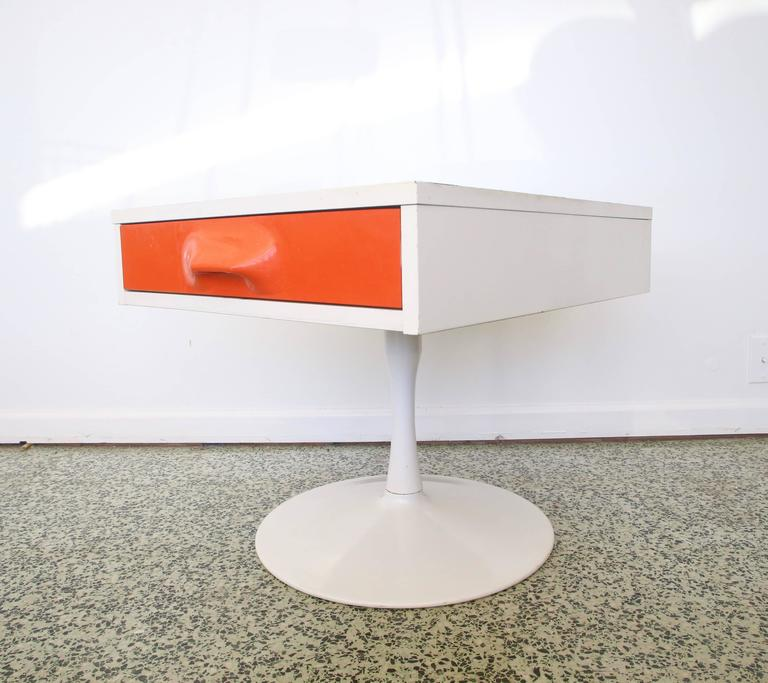 Pair of Mod Pop Raymond Loewy Style Nightstand by Broyhill For Sale 1