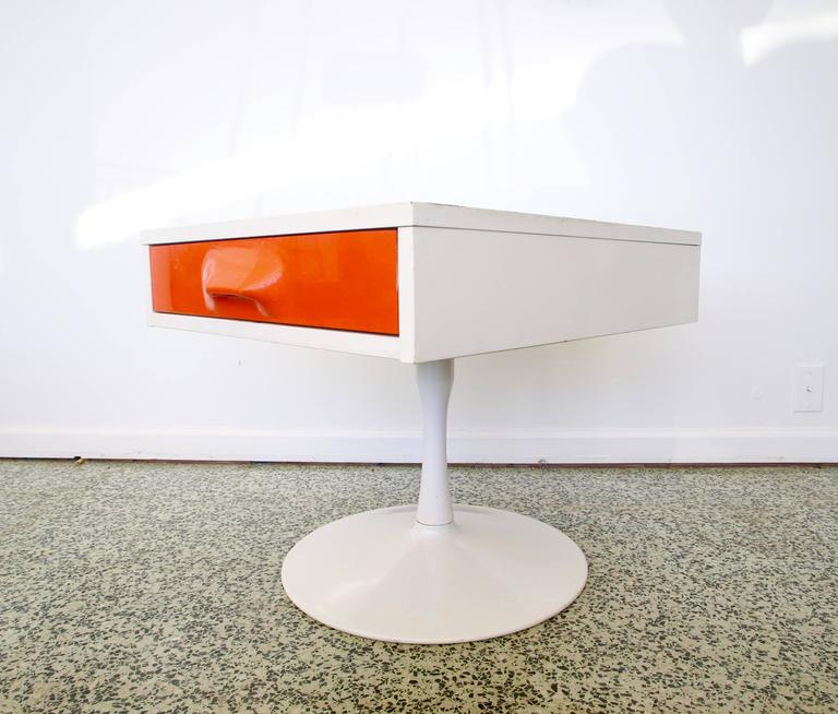 Pair of Mod Pop Raymond Loewy Style Nightstand by Broyhill For Sale 2
