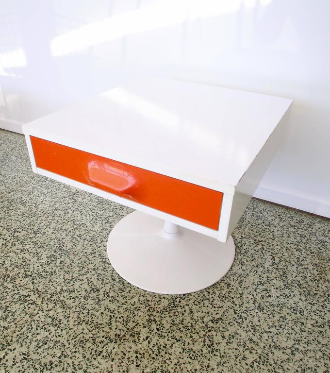 Pair of Mod Pop Raymond Loewy Style Nightstand by Broyhill For Sale 3