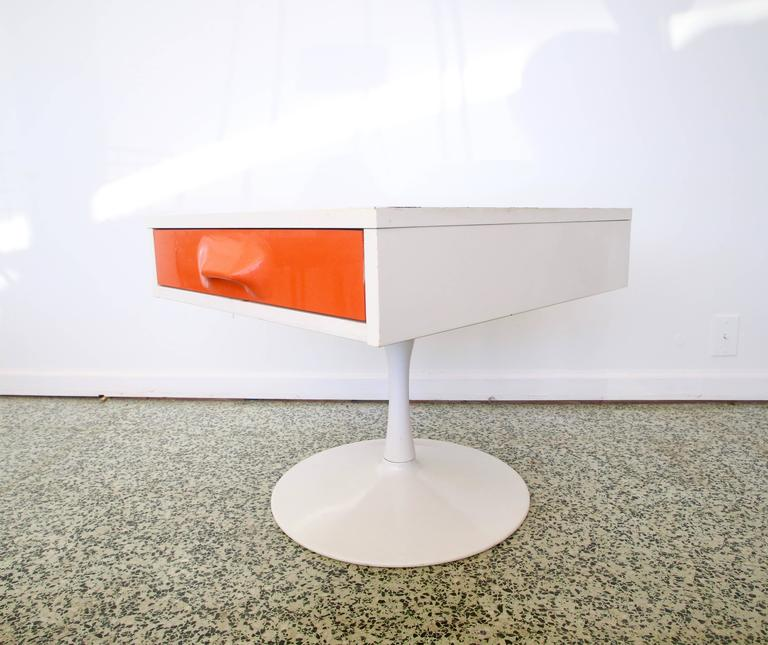 Pair of Mod Pop Raymond Loewy Style Nightstand by Broyhill For Sale 4