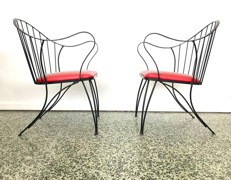 Mid-Century Modern Pair of Dramatic Woodard Lounge Chairs For Sale