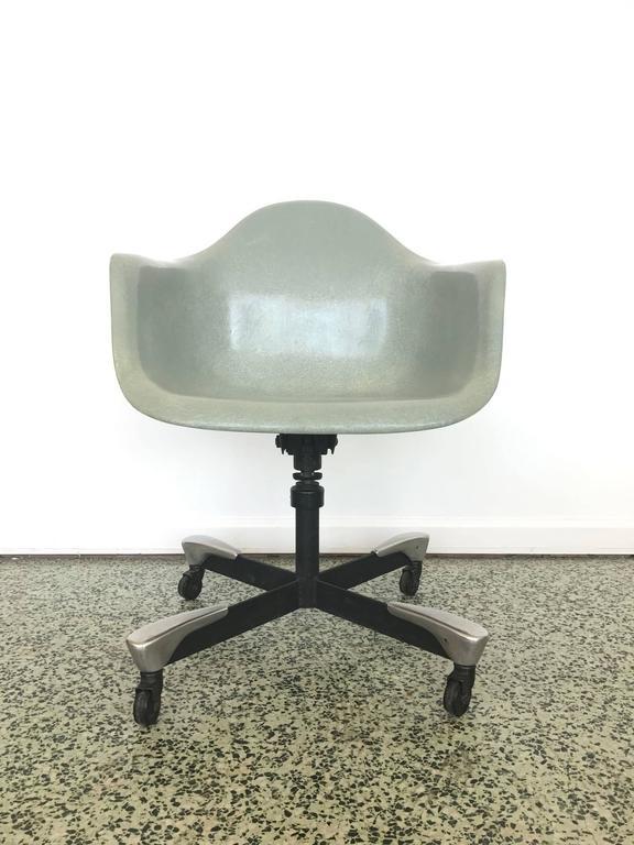 1953 Fiberglass Charles Eames Dat Desk Chair For Herman