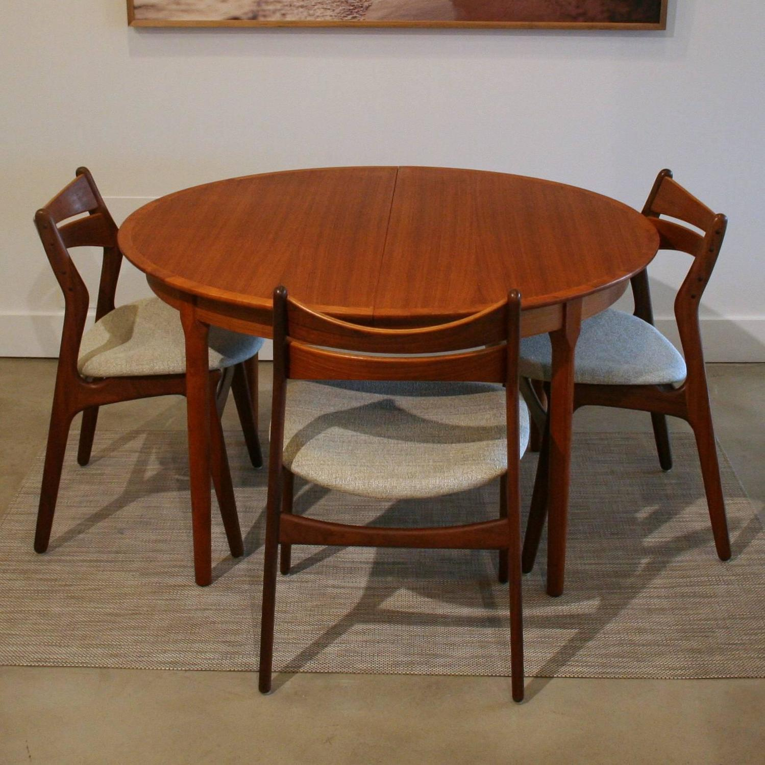 Vintage Danish Teak Round Dining Table at 1stdibs : IMG3568z from www.1stdibs.com size 1499 x 1500 jpeg 232kB