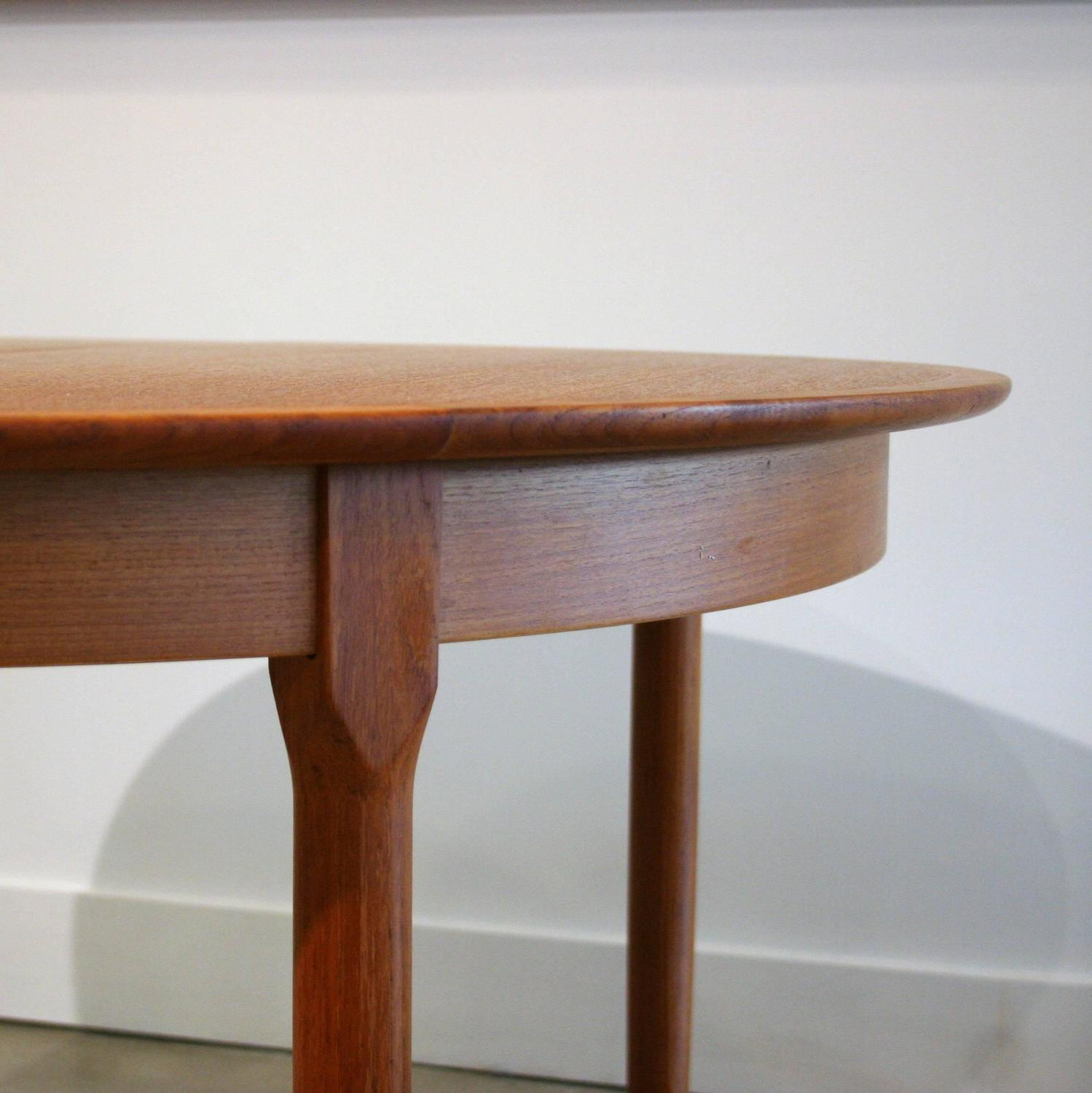 Vintage Danish Teak Round Dining Table at 1stdibs : IMG3548z from www.1stdibs.com size 1499 x 1500 jpeg 133kB