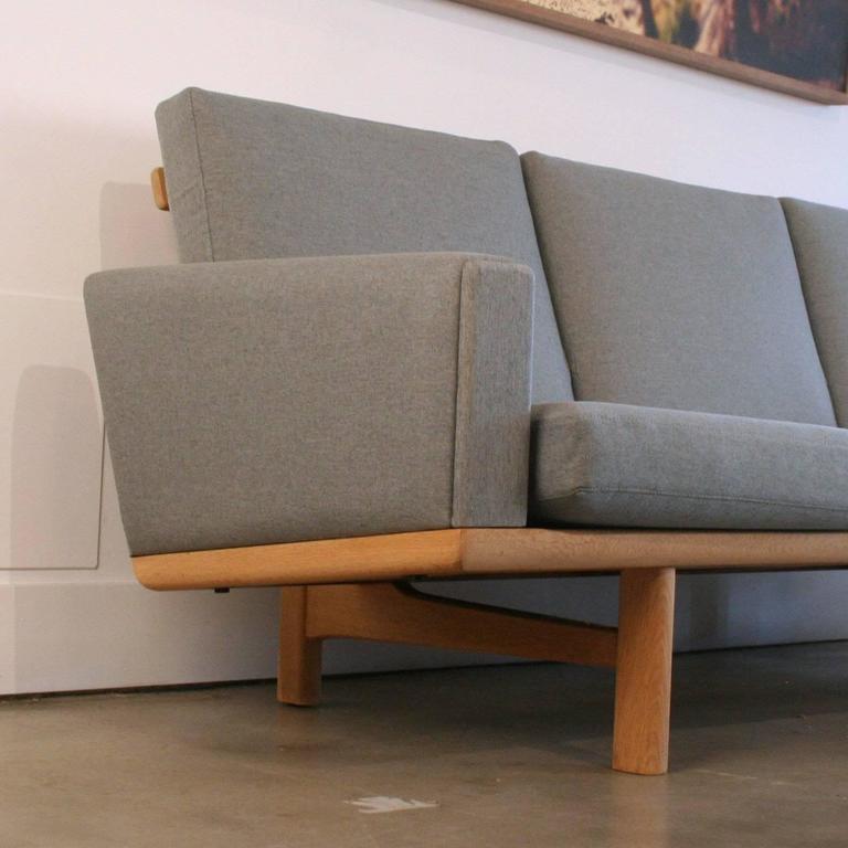 Vintage Danish Oak GE-236 Sofa by Hans Wegner 3