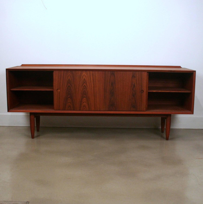 arne vodder inspired teak sideboard for sale at 1stdibs. Black Bedroom Furniture Sets. Home Design Ideas