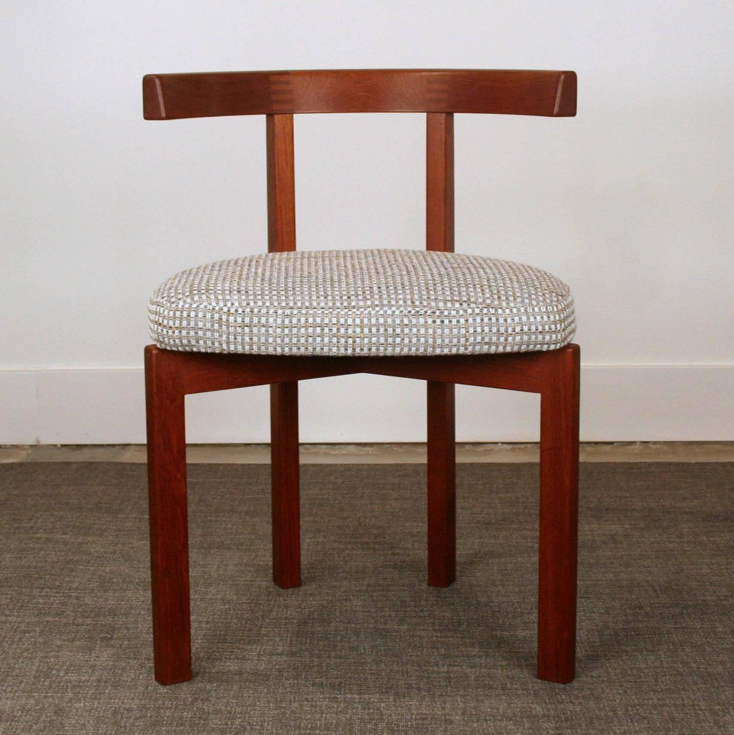 Set Of Four Vintage Danish Teak Round Back Dining Chairs At 1stdibs