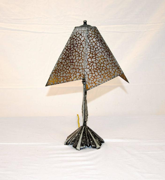 Very nice small accent Art Deco lamp. The 9' tall 3