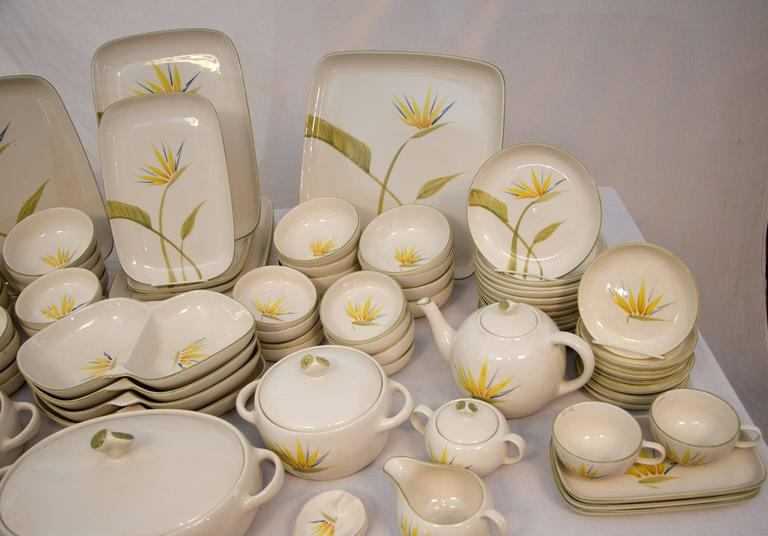 "Collection of California Dinnerware, Winfield ""Bird of Paradise"" Dinner Service In Good Condition For Sale In San Francisco, CA"