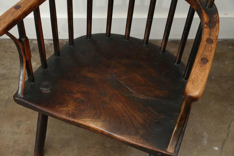 Early 19th century windsor elm chair, England, circa 1800.