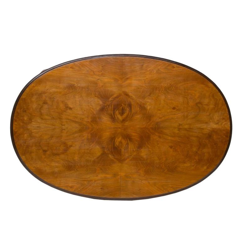 Queen Anne Walnut Oval Dining Table For Sale at 1stdibs : QueenAnneBurlWalnutTable4l from www.1stdibs.com size 768 x 768 jpeg 36kB