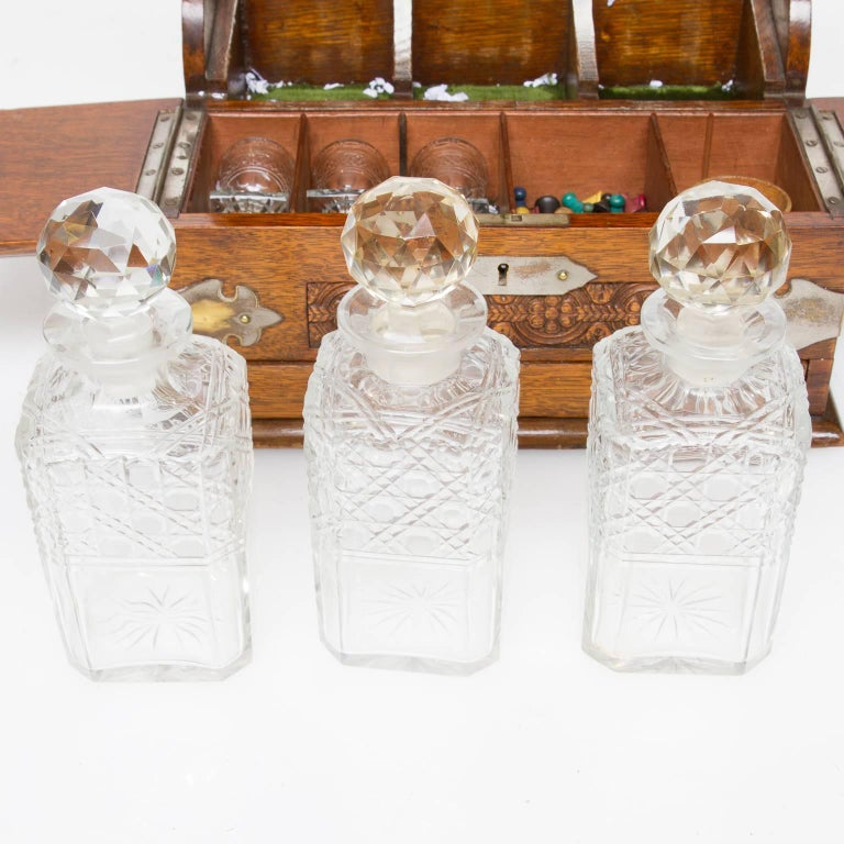 19th Century, English Decanter Set of with Case In Excellent Condition For Sale In Brentwood, TN