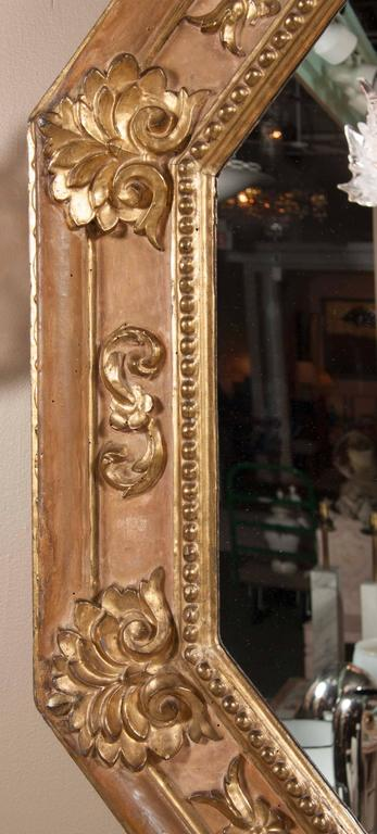 Handsome Italian Giltwood Octagonal Mirror In Good Condition For Sale In Stamford, CT