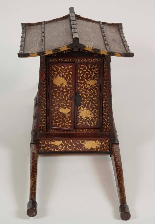 Late 19th Century Japanese Edo-Meiji Period Lacquered Palanquin For Sale