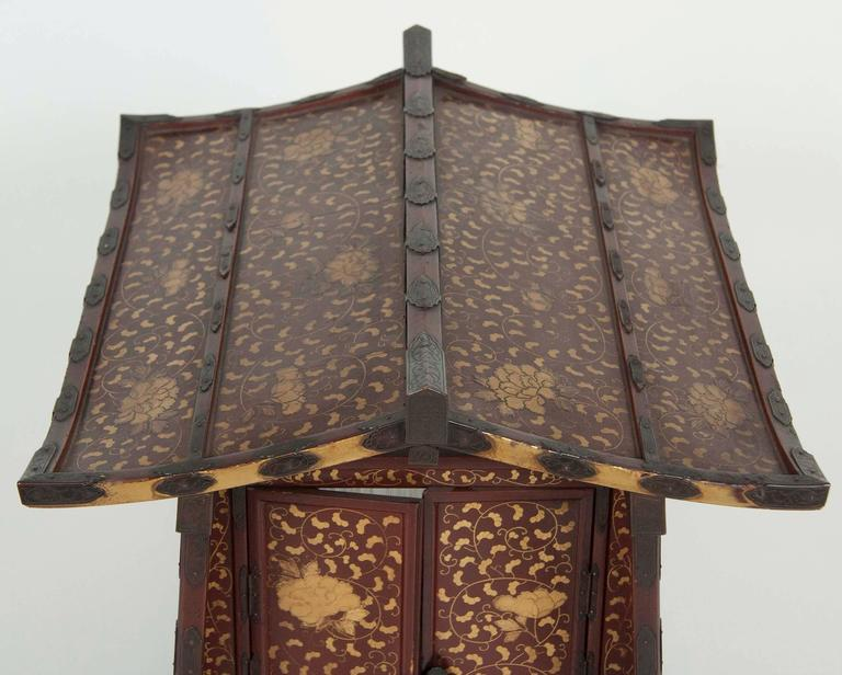 Japanese Edo-Meiji Period Lacquered Palanquin For Sale 3