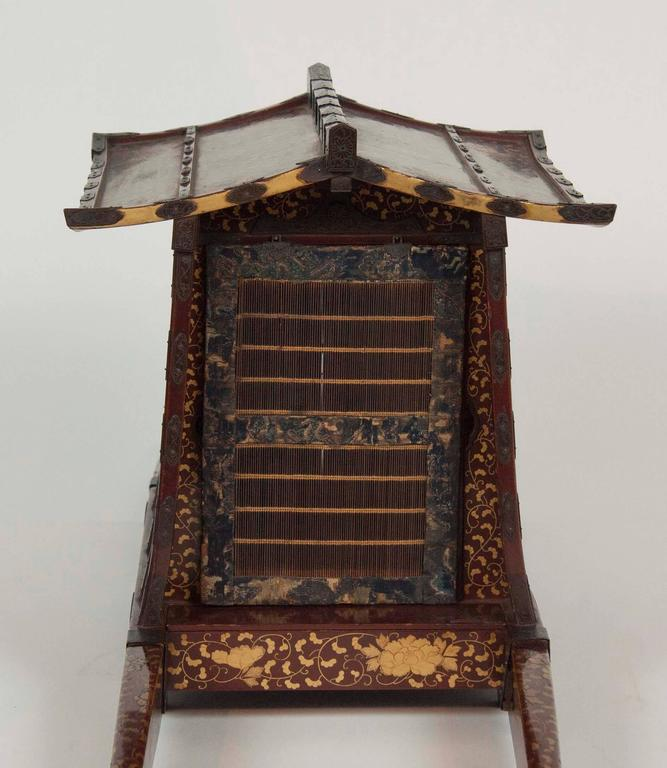Japanese Edo-Meiji Period Lacquered Palanquin For Sale 5