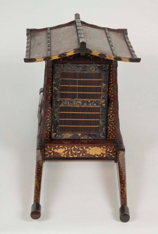Japanese Edo-Meiji Period Lacquered Palanquin For Sale 4