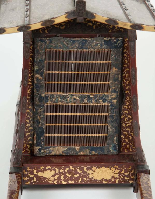 Japanese Edo-Meiji Period Lacquered Palanquin For Sale 6