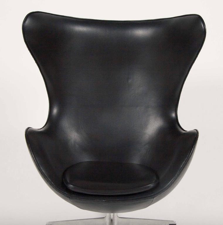 Arne Jacobsen Egg Chair In Edelman Leather  For Sale 1