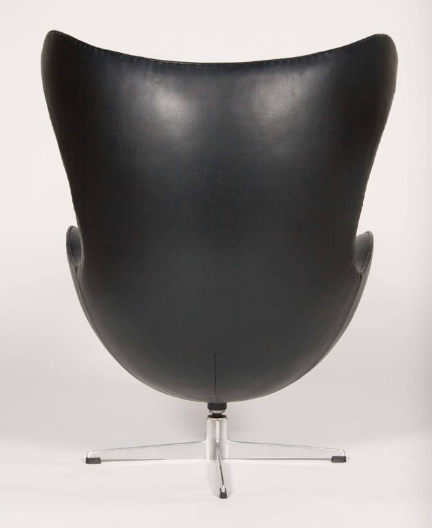 Mid-20th Century Arne Jacobsen Egg Chair In Edelman Leather  For Sale