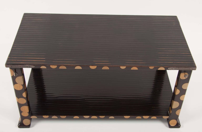 Japanese Lacquer Stand In Excellent Condition For Sale In Stamford, CT