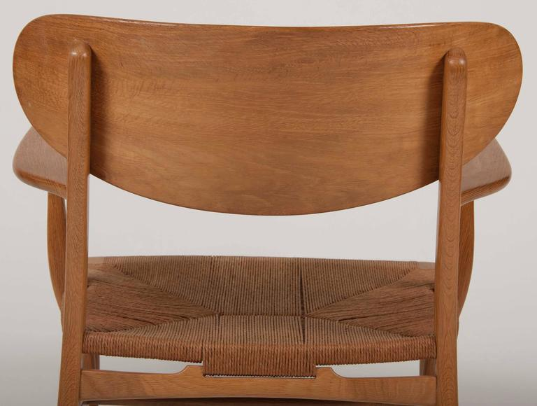 Hans Wegner Model CH22 Shell Back Paddle Armchair In Good Condition For Sale In Stamford, CT