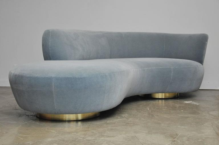 Vladimir Kagan Style Serpentine Cloud Sofa on Brass Bases In Excellent Condition In Chicago, IL