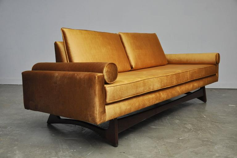Gold velvet sofa gold embossed velvet sofa collection for Gold velvet sectional sofa