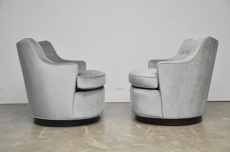 Mid-Century Modern Pair of Dunbar Swivel Chairs by Edward Wormley For Sale