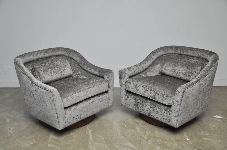 Harvey Probber Swivel Chairs on Walnut Bases 2