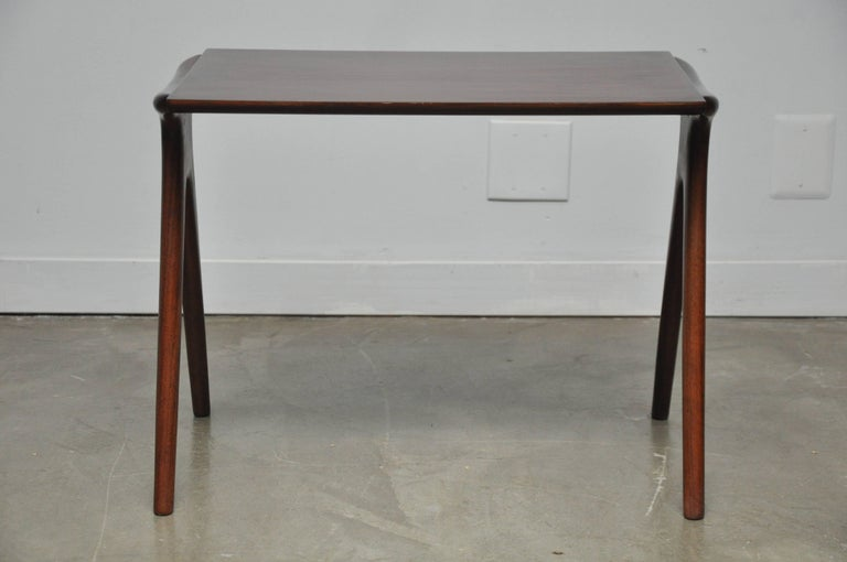 Vladimir Kagan Walnut Side Table In Excellent Condition For Sale In Chicago, IL