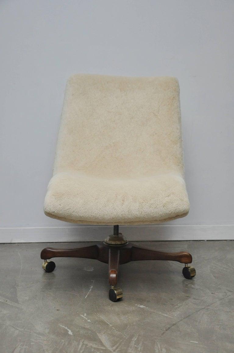 Early desk chair by Vladimir Kagan, for Kagan-Dreyfuss, circa 1950s. Original sheared alpaca upholstery.