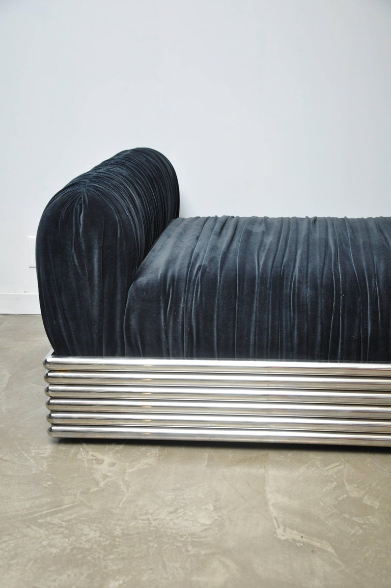 Brueton radiator chaise longue daybed for sale at 1stdibs for Chaise longue roche bobois