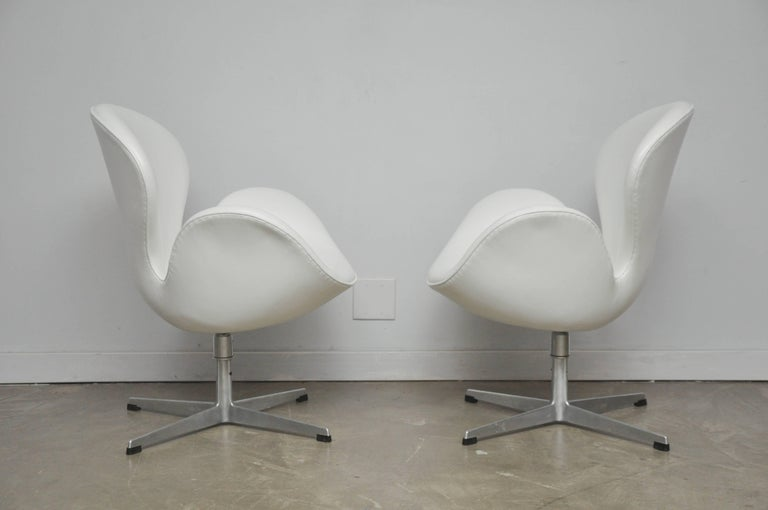 Early Model Swan Chairs by Arne Jacobsen, Swivel & Tilt In Excellent Condition For Sale In Chicago, IL