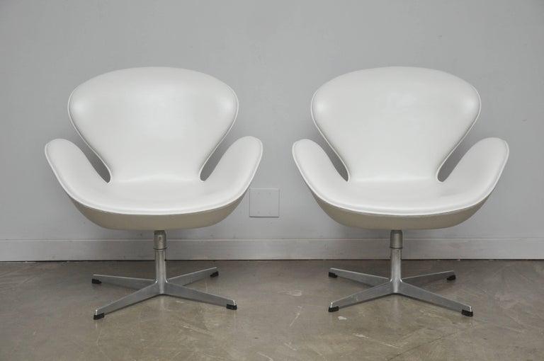 American Early Model Swan Chairs by Arne Jacobsen, Swivel & Tilt For Sale