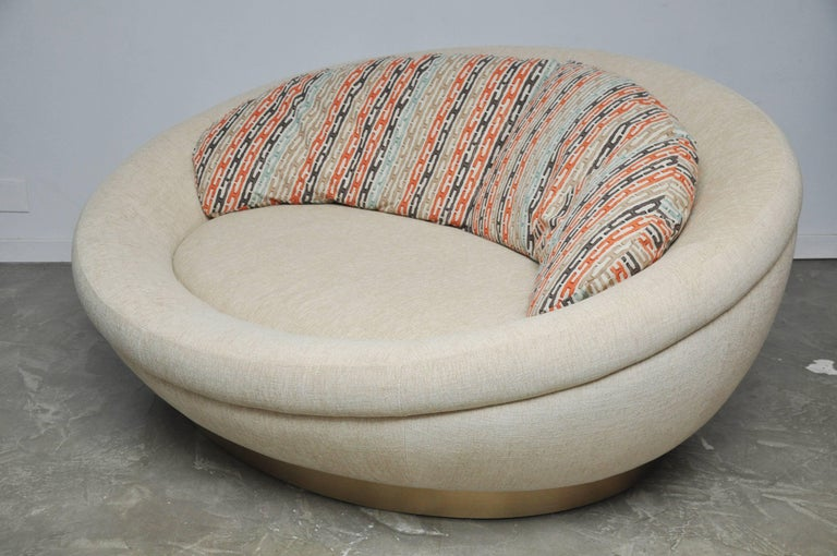 Cuddle Pod Lounge Sofa on Brushed Brass Base, circa 1970s In Excellent Condition For Sale In Chicago, IL