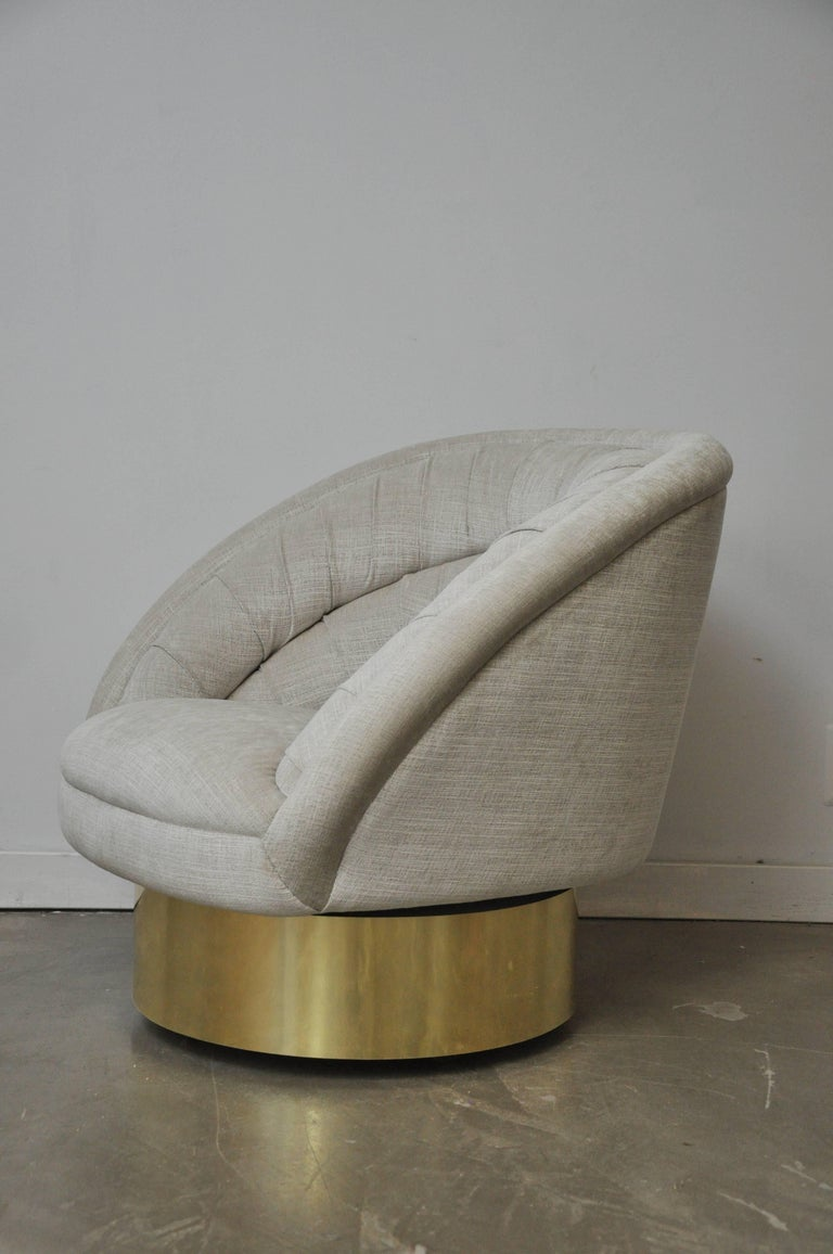Mid-Century Modern Vladimir Kagan Crescent Swivel Chair on Brass Base For Sale