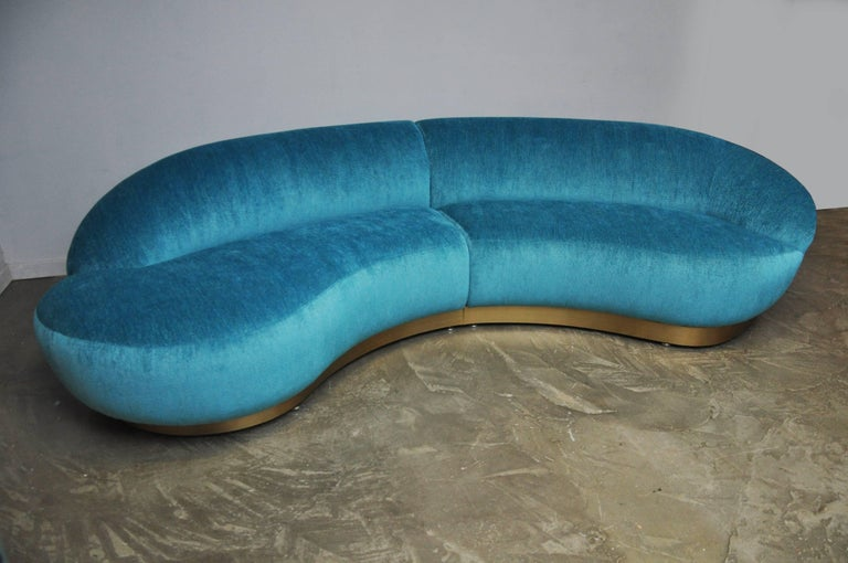 Milo Baughman Sectional Sofa on Brushed Bronze Base In Excellent Condition For Sale In Chicago, IL