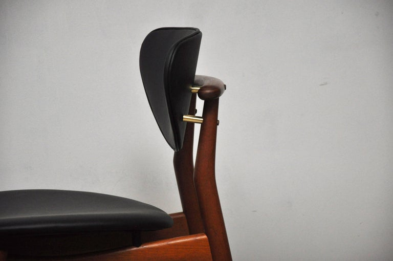 Pair of Finn Juhl NV-55 Dining Chairs In Excellent Condition For Sale In Chicago, IL