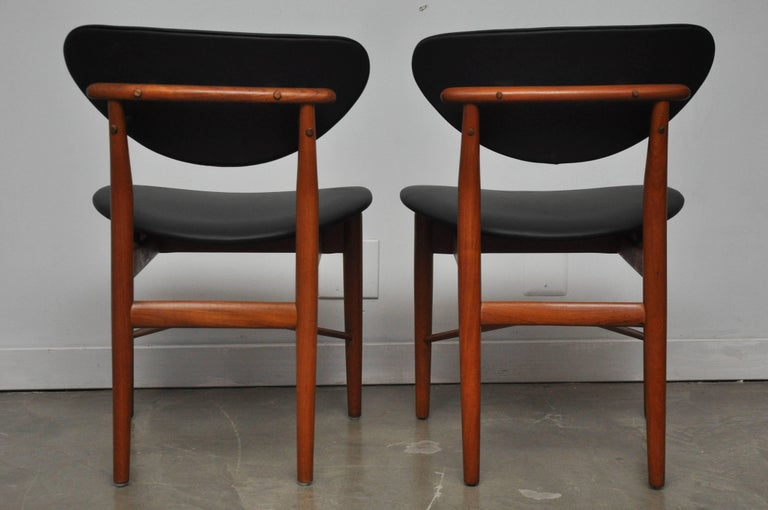 Mid-20th Century Pair of Finn Juhl NV-55 Dining Chairs For Sale